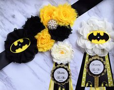 Trendy Baby Shower Ideas For Boys Themes Heroes Fotos Baby Shower, Baby Shower Niño, Boy Baby Shower Themes, Baby Boy Shower, Mommy To Be Pins, Batman Wedding, Superhero Baby Shower, Baby Shower Souvenirs, Photo Prop