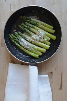 Tänään tätä ja resepti tuolta: http://chicling.blogspot.fi/2012/03/parsaa-voita-ja-parmesania.html