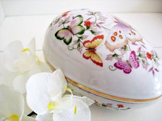 Vintage 70s Avon porcelain egg jewelry box/ by Vintagiality, $16.00