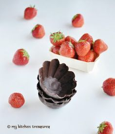 Make beautiful chocolate treat bowls using ice shapes as molds.