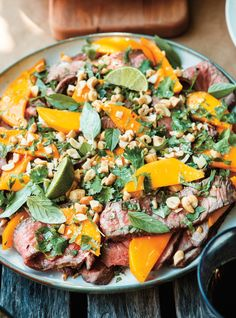 Ricardo& recipe: Beef and Mango Salad Pulled Pork Recipes, Barbecue Recipes, Beef Recipes, Best Salad Recipes, Healthy Recipes, Bbq Salads, Meat Salad, Winter Dinner Recipes, Dinner Ideas