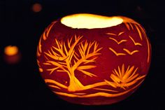 That time of year again in Switzerland! The nursery procession is next week so I need to get a turnip to make a lantern. Halloween In Deutschland, Gourd Lamp, Lantern Festival, Swiss Design, Halloween Trees, Gourds, Pumpkins, Elementary Art, Pumpkin Carving