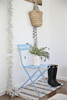 Beach Decor – How to Paint a French Cafe Chair for coastal living