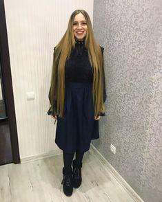 Ножкой так эть  Женька всегда вызывает улыбку на все 32 за секунду  @_brutal_princess_  а ты ещё носишь эти сапоги? Кажется потом весь класс спрашивал где такие взяли #волосы #girlslonghair #superlonghair #длинныеволосы