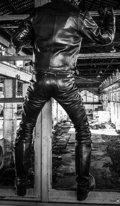 A Biker's Gallery of Leather / Denim / Tattoos Mens Leather Pants, Biker Leather, Leather Gloves, Black Leather, Mens Heeled Boots, Biker Boots, Mens Onesie, Latex Men, Leder Outfits