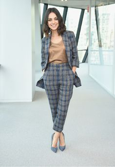 Mila Kunis in a tan blouse, a blue-and-gray plaid pantsuit and blue pumps at the screening of The Spy Who Dumped Me in N. Trajes Business Casual, Summer Business Casual Outfits, Business Outfits, Business Attire, Office Outfits, Fashion Mode, Work Fashion, Fashion Outfits, Womens Fashion