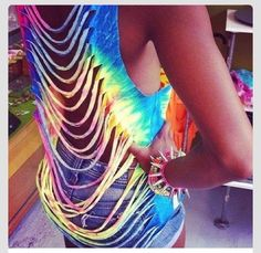 I'm definitely making this DIY shirt this summer. dont usually like the cut up shirts but with the tie dye, its awesome Tye Dye, Tye And Dye, How To Tie Dye, Hippie Party, T Shirt Yarn, T Shirt Diy, Tunic Shirt, Diy Rave Shirt, Diy Cutout Shirt