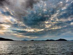 ( Evening Now at Hakata bay in Japan) 18 July 17:03 雲が低、中、高と別れていて複雑な様相の博多湾です(^^;;