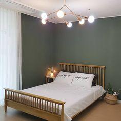안방 한 곳 정도는 포인트 컬러로 도배하는 것도 좋은 것 같아요 😉 . 오늘의집 '소확행♡'님의 소중한 공간입니다. _ [제품정보] 벽 Small Studio, Apartment Interior, Interior Inspiration, Relax, Minimalist, Layout, Interior Design, Bedroom, House