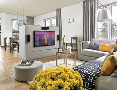 Salon nowoczesny, fot. Michał Skorupski #salon #nowoczesny #dom #styl #modernistyczny #willa #pokoj #wnetrza #urzadzanie #dekoracje #meble #narzuta #poduszki #skandynawski #inspiracje #pomysly #interior #design #ideas #decorating #homedecor #yellow #grey #room #saloon #ideas #inspiration  #дом #интерьер #салон #инспирации #тенденции #casa #interior #salón #inspiraciones #tendencias