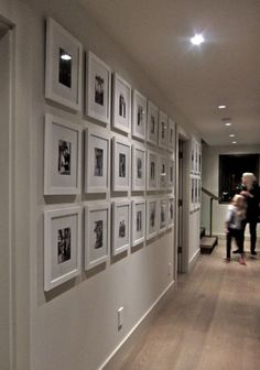 Frames on wall, photo gallery hallway, gallery walls, gallery frames, w Large Collage Picture Frames, White Photo Frames, White Frames, Flur Design, Wall Design, House Design, Design Design, Photo Deco, Hallway Designs