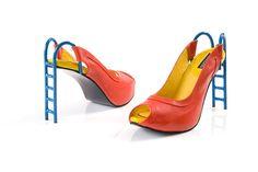 Envie de faire la différence ? Alors vous allez adorer les chaussures de Kobi Levi, un créateur qui ne manque pas d'idées ! En forme de chien, de cigne ou même de tobbogan, difficile de faire plus surprenant ! Des talons hauts déroutants à découvrir...
