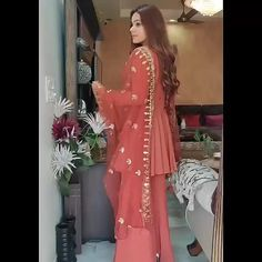 Pakistani Fancy Dresses, Party Wear Indian Dresses, Designer Party Wear Dresses, Pakistani Dress Design, Pakistani Fashion Party Wear, Long Dress Fashion, Indian Fashion Dresses, Indian Designer Outfits, Beautiful Dress Designs