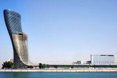 Gratte-ciel Capital Gate à Abou Dhabi: la tour la + penchée au monde