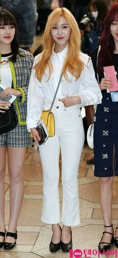 Airport Style, Airport Fashion, G Friend, White Jeans, Kpop, Vintage, Japan, Twitter, Clothes
