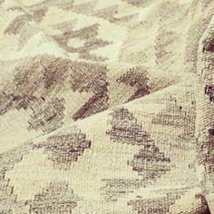 A desvendar a nova coleção :-) em breve fotografias no site www.kilim.pt #tapete #furniture #kilim #interior #interiordesign #designinteriores #vintage #vintagefurniture #handmade #homedecor #feitoamao #lisboa #alvalade by kilimpt