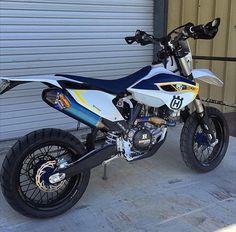 Ktm Supermoto, Moto Enduro, Moto Bike, Expedition Vehicle, Dirtbikes, Motorcycle Outfit, Super Bikes, Street Bikes, Bike Trails