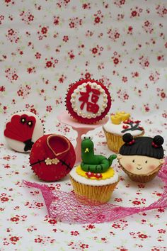 Hi All!!!     Yep! That's right! Chinese New Year Cupcakesfor sale! Can't believe 2012 has passed so quick!   Honestly, I sometimes still ...
