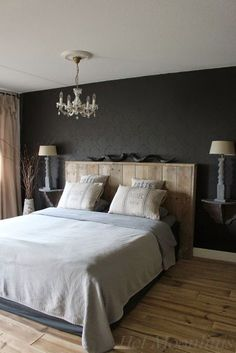 Bedroom with quiet brown and gray tones for a rustic atmosphere . Home Bedroom, Master Bedroom, Bedroom Decor, Hotel Room Design, Interior Desing, Bedroom Black, Bedroom Brown, Shabby Chic Bedrooms, New Room
