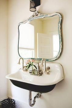Beautiful farmhouse bathroom remodel decor ideas (25)