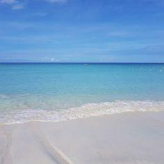 7 mile beach in Negril, Jamaica is a little piece of heaven #BeachesMoms #beachesnegril #beach #sand #ocean . . . . . #jamaica #sunshine #blues #sand #sky #travel #travelgram #instatrip #familytrip #familytravel #vacay #vacation #resort #photography #phot