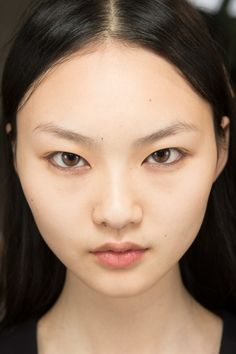 Chloé Spring 2017 Ready-to-Wear Beauty Photos - Vogue