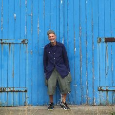 At Tynemouth at the weekend and this picture is taken outside the sailing club there. Would love to get inside the old boathouse but looks like it's been closed up for years! Wearing what's becoming one of my favourite shirts - the Big Shirt with four pockets in navy poplin now available @nigelcabournarmygym_london and also available in Army Green. My shorts are cut off 1951 cargo pants US army in Army Green and navy @Nike trainers. #NigelCabourn #lybro #Tynemouth #sailing by nigel_cabourn