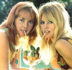 Jeanne Moreau and Brigitte Bardot in Viva Maria, photo by Giancarlo Botti, Arianna (Italy) June 1965 (hva)