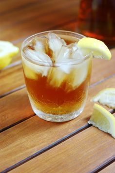 Southern Sweet Tea ~ a truly Southern summer classic.  www.thekitchenismyplayground.com