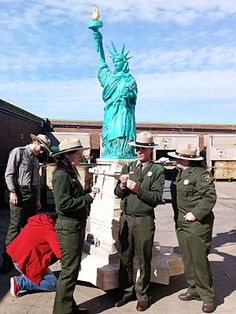 Statue of Liberty Cake-One of my son's favorite cake boss cakes Buddy Valastro, Cute Cupcakes, Cupcake Cookies, Cake Boss Family, Cake Boss Buddy, Cake Boss Recipes, Cake Pictures, Cake Pics, No Cook Desserts