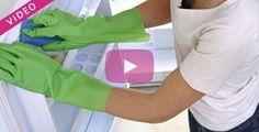Pour éviter la prolifération de bactéries dans le réfrigérateur, le nettoyage est primordial ! Mais avec quoi et comment nettoyer son frigo ?