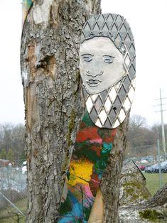 Wohl von einer Paul Gauguin Südsee-Replika in meinem Elternhaus beeinflußt, integrierte ich dieses Kunstgesicht, das Gesicht ist aus einem Tränenblech herausgeschliffen und die Gesichtzüge nachgeschweißt, Gauguin war auch Holzschnitzer und machte auch Holzdrucke, spannend ist die Freudschaft zu Van Gogh (ebenfals bei dem Projekt Kunst-Gesichter dabei)