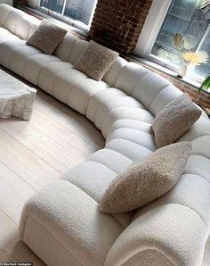Sofa Design, Interior Design, Interior Ideas, Vintage Sofa, Living Room Sofa, Living Room Decor, Dream Home Design, House Design, Home Decor Trends