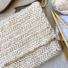 I've knit a beautiful herringbone stitch in the past, but was excited to find a simpler method! You can also find an easy bag pattern (here) This purse is made with a gorgeous knitting pattern that isn't terribly difficult, the horizontal herringbone kni Knitting Stiches, Knitting Patterns Free, Knit Patterns, Free Knitting, Crochet Stitches, Stitch Patterns, Bag Patterns, Tote Pattern, Crochet Clutch Pattern