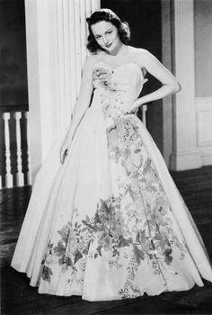 Olivia de Havilland in Ann Lowe gown (1947)