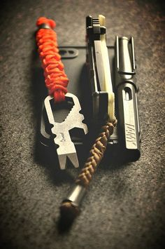 Minimalistic EDC (Everyday Carry) Submitted By: Atwood tool w lanyard DpX HEST w Kriptoglow scale and laynand Lamy Safari fountain pen iPhone Tactical Survival, Survival Tools, Survival Prepping, Tactical Gear, Bug Out Gear, Edc Gadgets, Go Bags, Edc Everyday Carry, Edc Tools