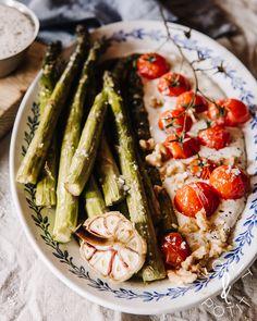 Paahdettua parsaa fetakastikkeella Asparagus, Feta, Vegetables, Drinks, Drinking, Studs, Beverages, Vegetable Recipes, Drink
