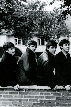 John Lennon, Ringo Starr, George Harrison, and Paul McCartney Ringo Starr, George Harrison, Paul Mccartney, John Lennon, Beatles Love, Beatles Photos, Beatles Band, Great Bands, Cool Bands