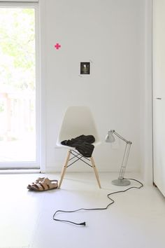 white dowel leg #eames side chair