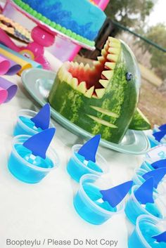 Hawaiian Luau or Shark Week Party! Play shark week on a projector outside by the pool, carve the watermelon into a shark, and have shark-themed jello-shots! (or just jello for a kids party) Luau Birthday, Summer Birthday, Birthday Party Themes, Birthday Ideas, Luau Theme Party, First Birthday Parties, First Birthdays, Deco Fruit, Hawaian Party