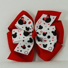 36 Lovely Christmas Hair Bows For Little Girls - It is safe to say that you are searching for that ideal Christmas hair bow that will make your little girl's occasion outfit meet up? Large Hair Bows, Baby Hair Bows, Ribbon Hair Bows, Ribbon Flower, Fabric Flowers, Red Minnie Mouse, Pink Minnie, Hair Bow Tutorial, Headband Tutorial