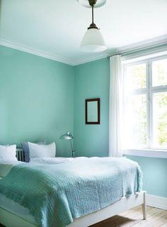 Dormitorio pequeño menta y blanco