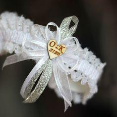 Svatební podvazek - STŘÍBRNÝ s INICIÁLY Brooch, Jewelry, Fashion, Moda, Jewlery, Jewerly, Fashion Styles, Brooches, Schmuck