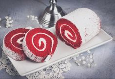 Classic Cake, Christmas Poinsettia, Sweet Desserts, Food Pictures, Red Velvet, Sushi, Caramel, Food And Drink, Sweets