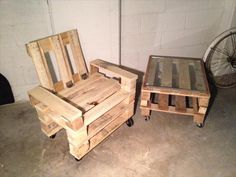 Rolling – -to-Last - DIY Recycled Pallet Adorable Chair Ideas Making Pallet Furniture, Pallette Furniture, Wooden Pallet Furniture, Wooden Pallets, Diy Furniture, Furniture Plans, Furniture Movers, Industrial Furniture, Rustic Furniture