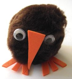 """NEW ZEALAND -- Pompom kiwi bird craft Reading """"Stories from around the world"""" Week 23 Day 1"""