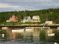 Spend Your Vacation in a Quaint New England Town - Slideshow Boothbay Harbor Maine, Peaks Island, The Great Escape, Weekend Getaways, Travel Usa, New England, Places To See, Adventure, Mansions