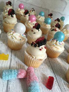 Bubble gum and licorice mini cupcakes