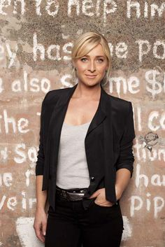 This is how you dress like Nina from the Australian TV drama Offspring