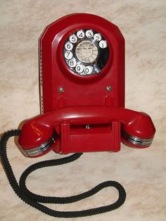 Telephone booth, vintage telephone, vintage pyrex, call me now, talking mac Telephone Vintage, Telephone Booth, Vintage Phones, Antique Phone, Retro Phone, Old Phone, Antique Items, Retro Vintage, Vintage Pyrex